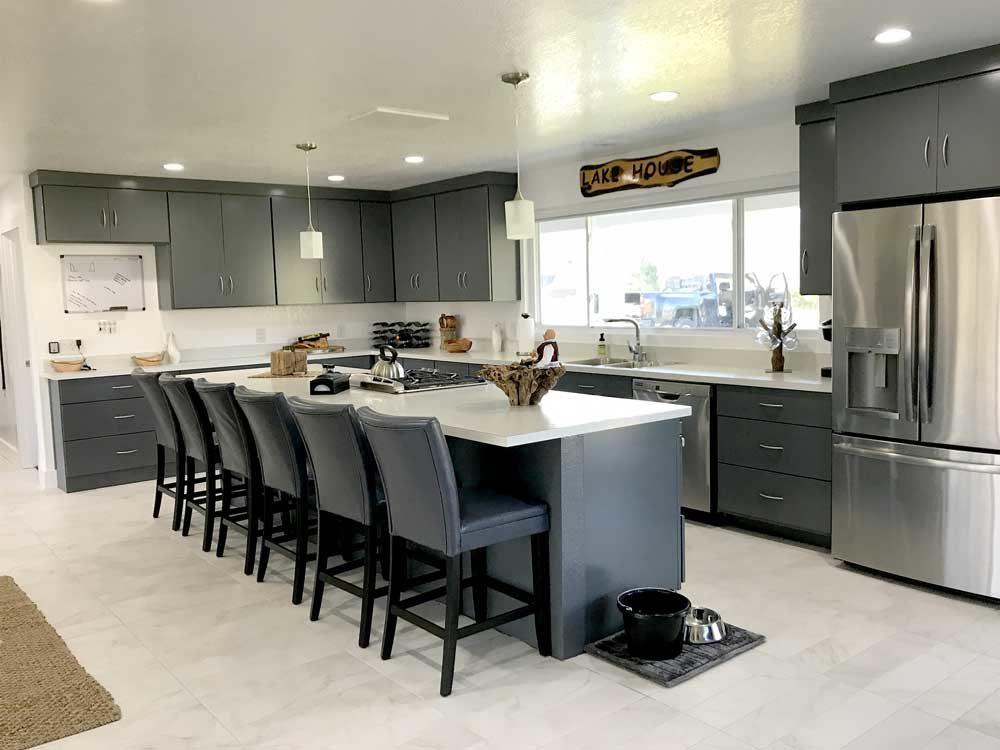 Clean-white-and-grey-modern-kitchen