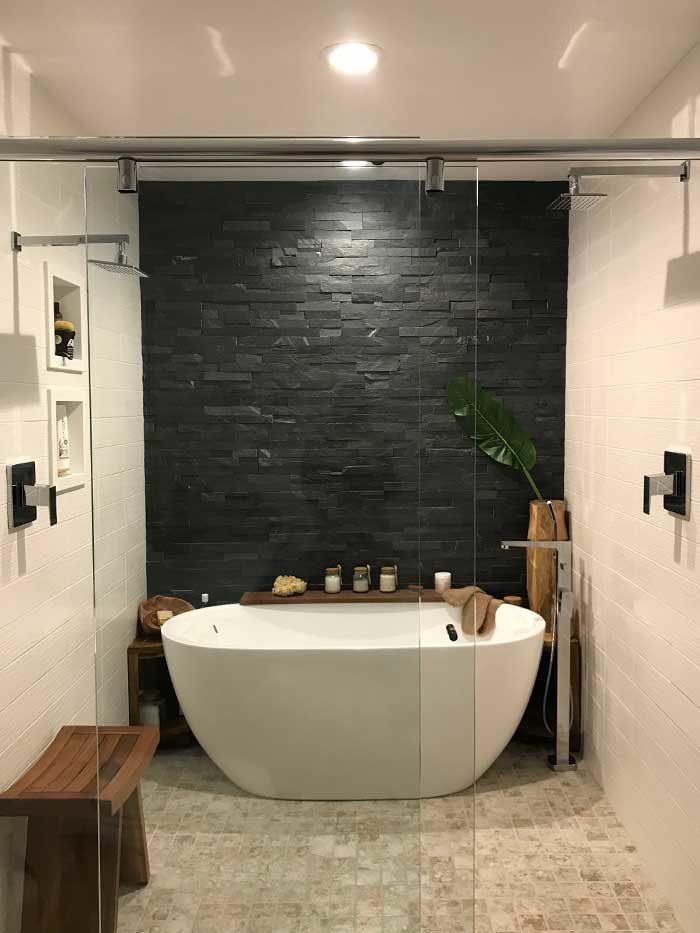 Modern-Bathroom-with-bath-tub-and-rock-wall