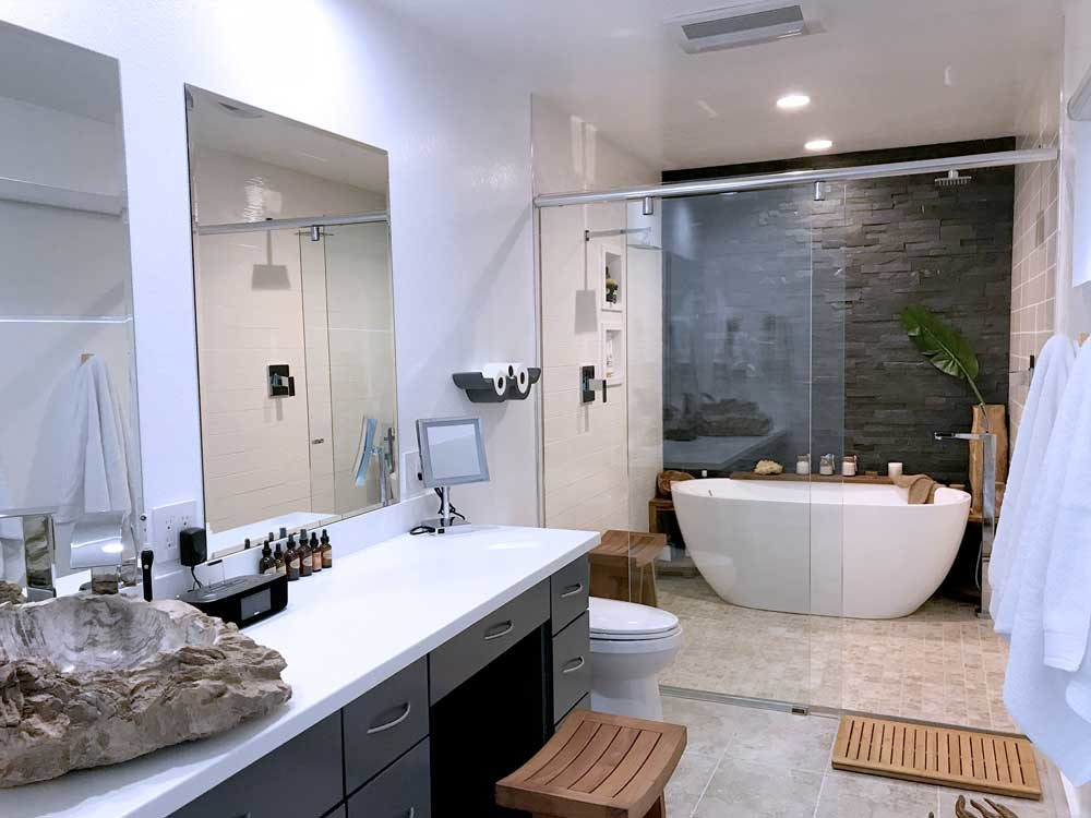 Simple-Clean-modern-bathroom-accent-stone-wall